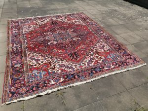 Heriz Azeri vintage rug 8 x 10 ft room size area carpet Vintage Azeri Heriz Rug Hand knotted Design: Traditional Heriz Azeri style Size: 8.5 x 10 ft - 298 x 255 cm large room size carpet Condition: Very good, 75 lb weight! Materials: Wool Age: ca. 30 years heriz rug, Serapi rug, room size heriz, vintage heriz, azeri carpet, vintage azeri