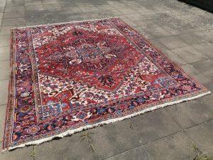 Heriz Azeri vintage rug 8 x 10 ft room size area carpet Vintage Azeri Heriz Rug Hand knotted Design: Traditional Heriz Azeri style Size: 8.5 x 10 ft - 298 x 255 cm large room size carpet Condition: Very good, 75 lb weight! Materials: Wool Age: ca. 30 years heriz rug, Serapi rug, room size heriz, vintage heriz, azeri carpet, vintage azeri