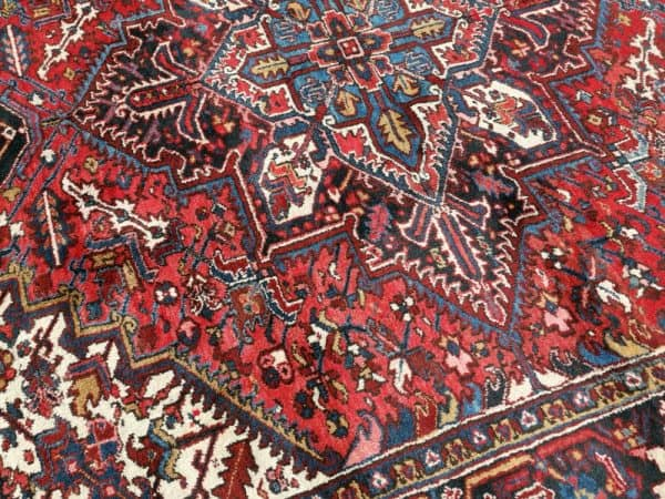 Heriz Azeri vintage rug 8 x 10 ft room size area carpet